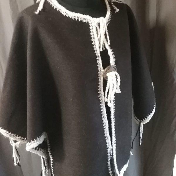 veste /cape en pure laine Noire du Velay