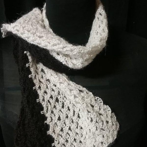 écharpe alpaga blanche et noire au crochet